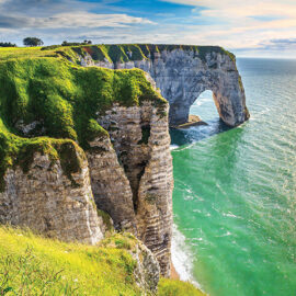Main_Étretat, France